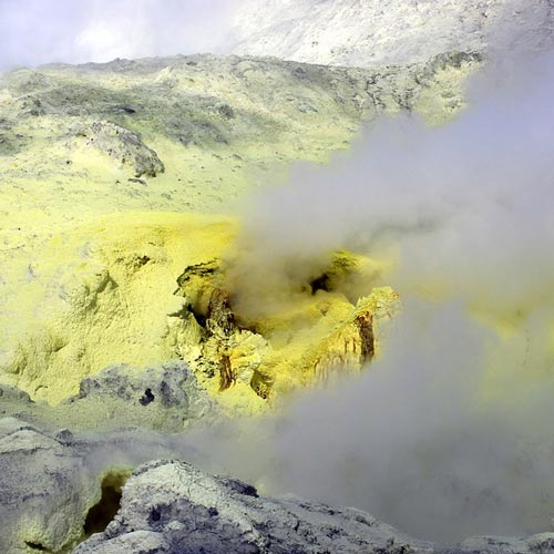 Health impacts of volcanic gases